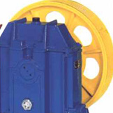 Gear machine for elevators
